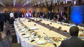 Μέρκελ: «Δεν καταρρέουν οι διαπραγματεύσεις για το Brexit»