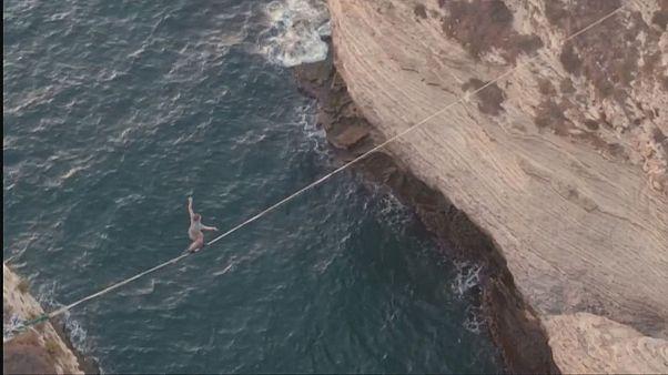 Denizden 40 metre yükseklikte yürüdü