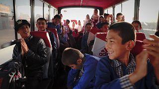 Иран: афганские дети-беженцы за школьными партами