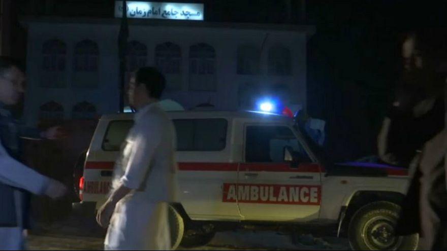 حملات انتحاری در دو مسجد در افغانستان دست کم ۷۲ کشته به جا گذاشت