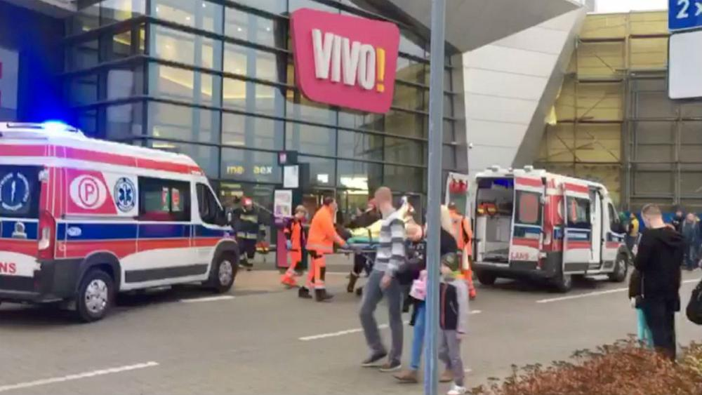 Knife attack in Polish shopping centre leaves one dead, at least eight injured