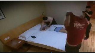 فتاة صينية تعرض عذريتها مقابل ايفون 8