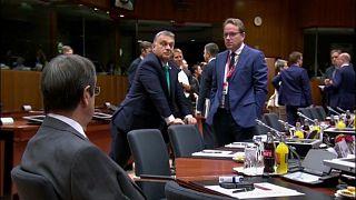 رئيس وزراء المجر يتريض أثناء حضوره قمة الاتحاد الأوروبي