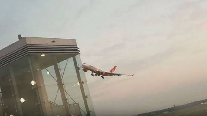 ألمانيا تحقق مع طيار إثر قيامه بمناورة عرضت حياة الركاب للخطر