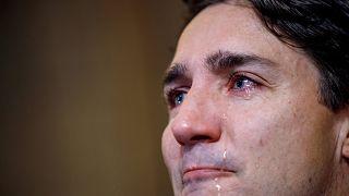 بالفيديو: رئيس الوزراء الكندي.. رجل الدولة القوي.. يبكي صديقه الراحل