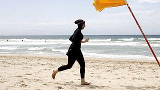 طرد امرأة من حوض سباحة لارتدائها البوركيني في دبي
