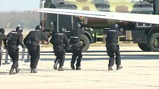 Parada militar assinala os 73 anos da libertação de Belgrado