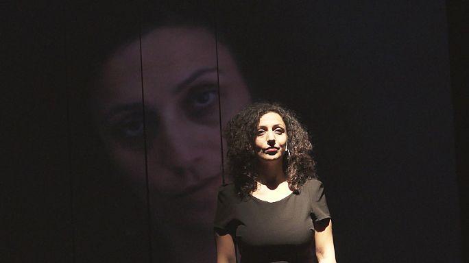 """""""عنوان مؤقت"""" عمل مسرحي لبناني-سوري عن مآسي التهجير والاغتراب"""