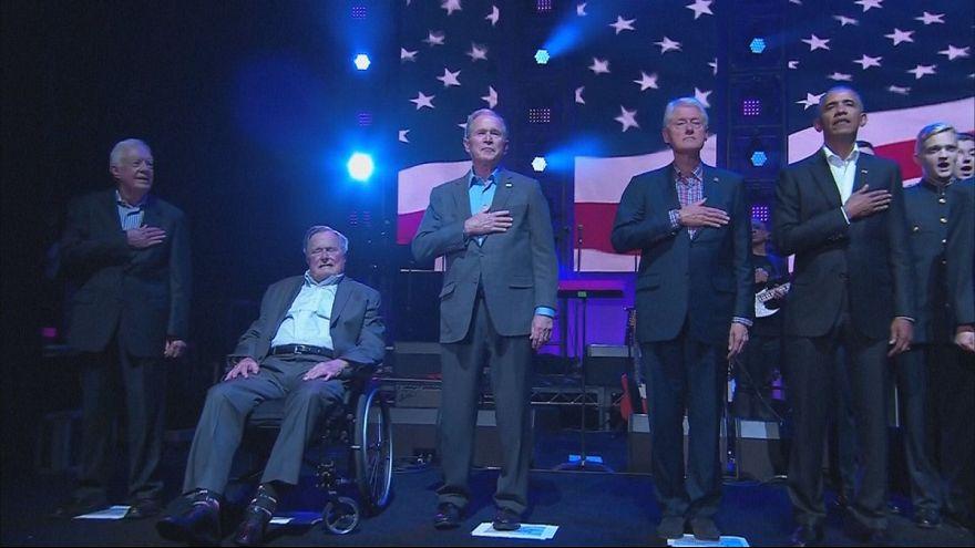 پنج رییس جمهوری پیشین آمریکا برای کمک به قربانیان طوفان روی صحنه رفتند