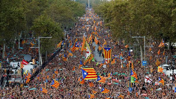 وزير اسباني يدعو مواطني كتالونيا لتجاهل توجيهات زعماء الاقليم