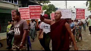 Myanmar'da aşırı sağcı Budistler sokakta