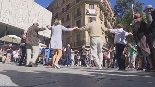 Catalães protestam dançando