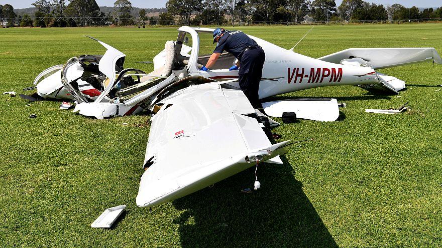 بالفيديو: تحطم طائرة صغيرة في طريق مزدحم بولاية فلوريدا