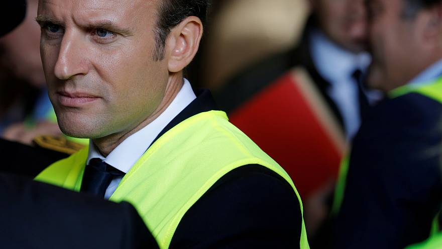 ساركوزي يقول إن سياسة ماكرون ستنتهي بكارثة