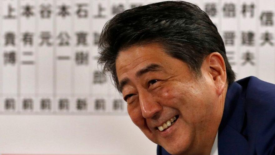الحزب الحاكم بزعامة شينزو آبي يفوز في انتخابات البرلمان الياباني
