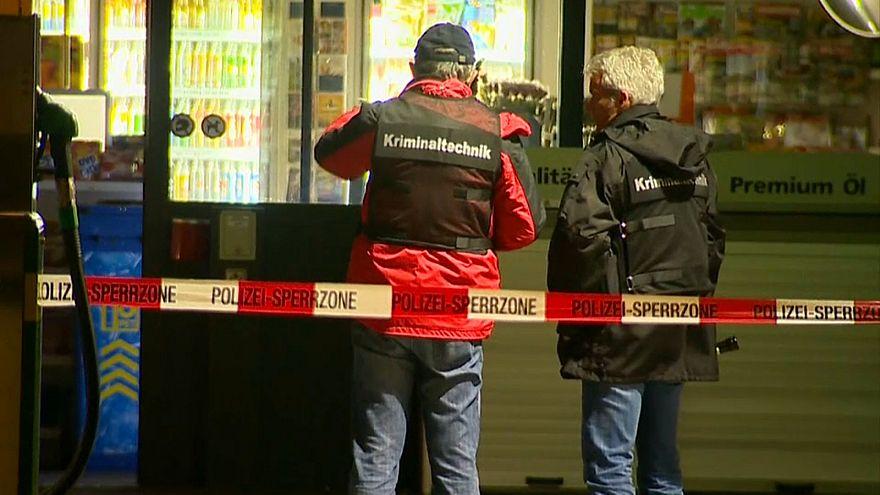 مراهق يهاجم رواد مكتب بريد بفأس في سويسرا