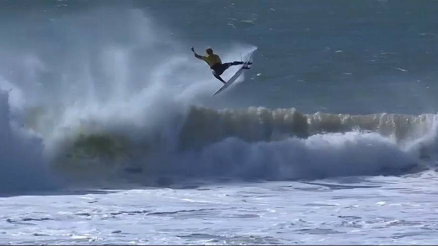 "Surf em Supertubos: ""Kikas"" junta-se a JJ Florence e Gabriel Medina"