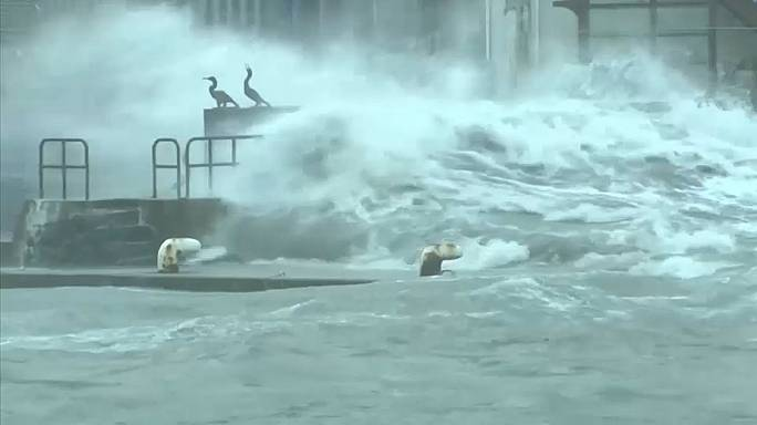Japonya'da tayfun: 4 ölü 130 yaralı