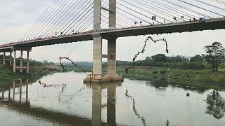 Brazil thrill-seekers seek rope-jumping record