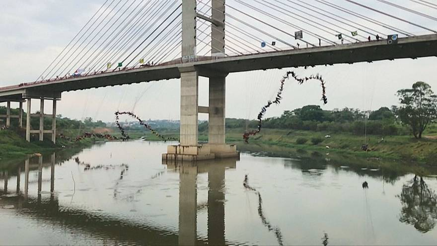 Dünya rekoru için köprüden atladılar