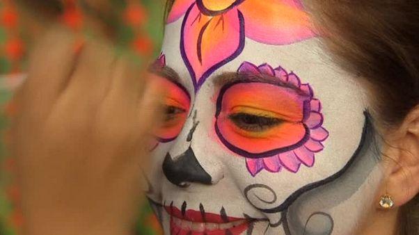 مکزیکی ها به پیشواز روز مردگان رفتند