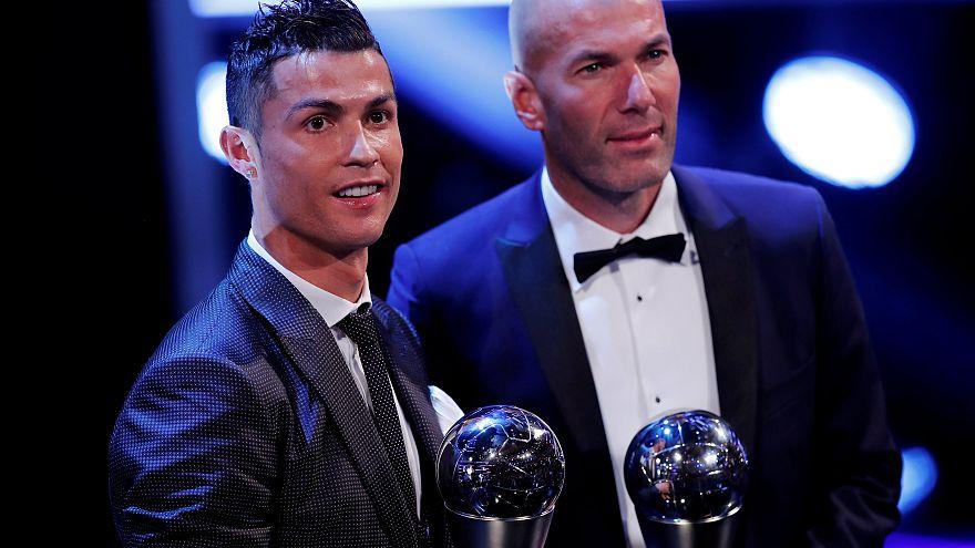 """""""فيفا"""": جائزة """"الأفضل"""" لرونالدو لاعبا ولزيدان مدربا"""
