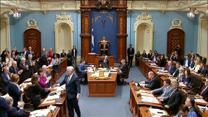 Enyhül a nikáb-tilalom Quebec-ben