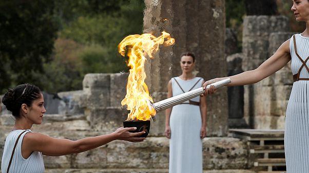 Olimpia, la magia della torcia in viaggio verso la Corea