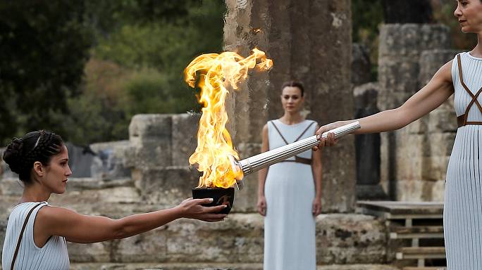 La flamme olympique allumée