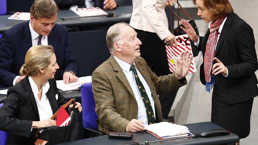 اولین جلسه پارلمان آلمان با حضور راستهای افراطی هفت دهه پس از جنگ دوم جهانی