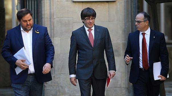 Каталония грозит судами и досрочными выборами
