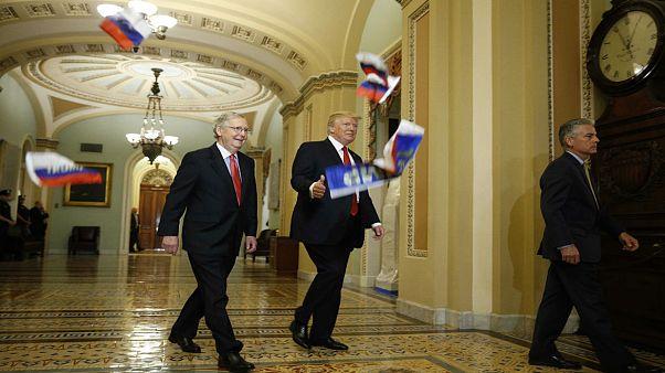 پرتاب پرچم روسیه به سمت ترامپ در ساختمان کنگره