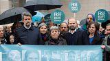 تركيا تبدأ محاكمة 11 من نشطاء حقوق الإنسان