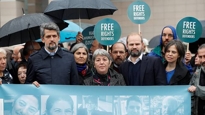 Droits de l'Homme : ouverture du procès de 11 activistes