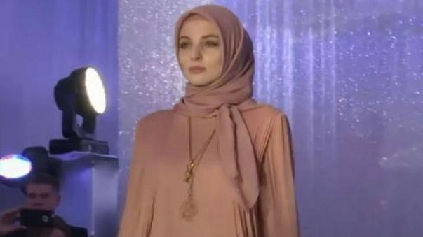Daughter of Chechen leader showcases collection based on traditional Muslim clothing