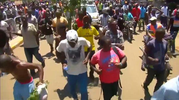 Kenya : l'opposition dans la rue, la présidentielle maintenue