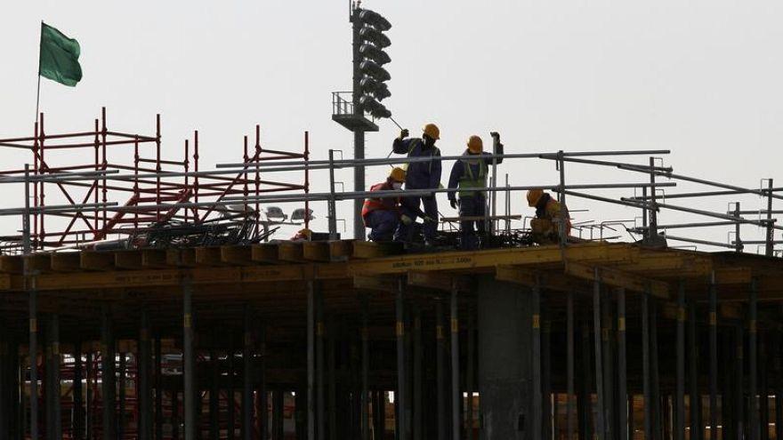 قطر توقع اتفاقات لحماية حقوق العمال قبل قرار مهم لمنظمة العمل