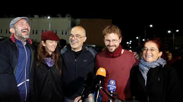 Oito ativistas turcos em liberdade condicional