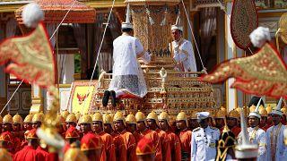 جنازه پادشاه تایلند پس از یک سال تشییع شد