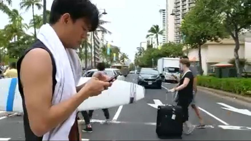 "Honolulu verbalise les ""zombies du téléphone"""