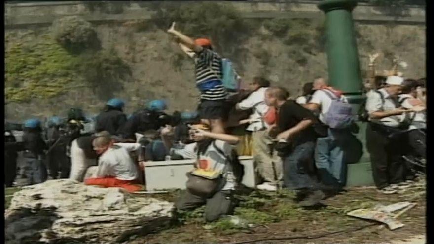 """""""Torture"""" gli atti della polizia a Bolzaneto"""