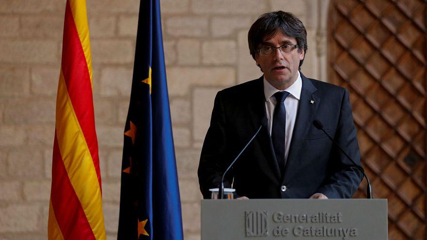 Puigdemont descarta convocar eleições e pede a parlamento que responda a Madrid