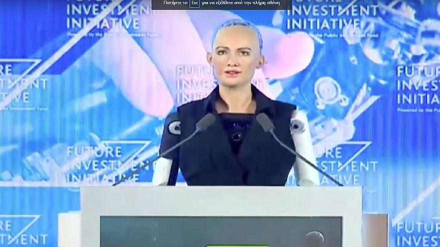 """منح الروبوت """"صوفيا"""" الجنسية السعودية"""