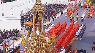 مراسم تشییع جنازه پادشاه تایلند یک سال پس از درگذشتش