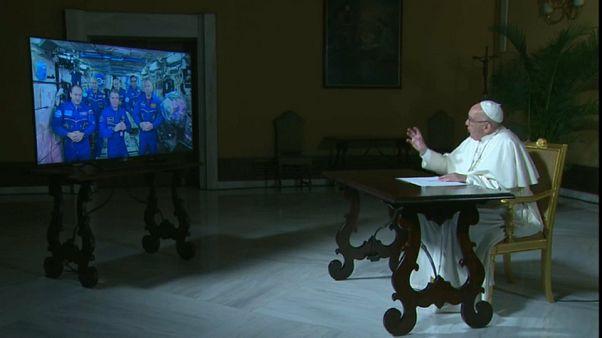 """O papa no """"céu"""" da Estação Espacial Internacional"""