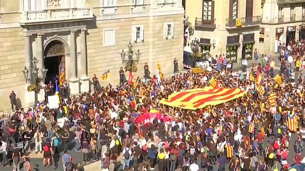"""الضغوط تتزايد على زعماء كتالونيا ومدريد تستعد لإعلان """"الوصاية"""" على الإقليم"""