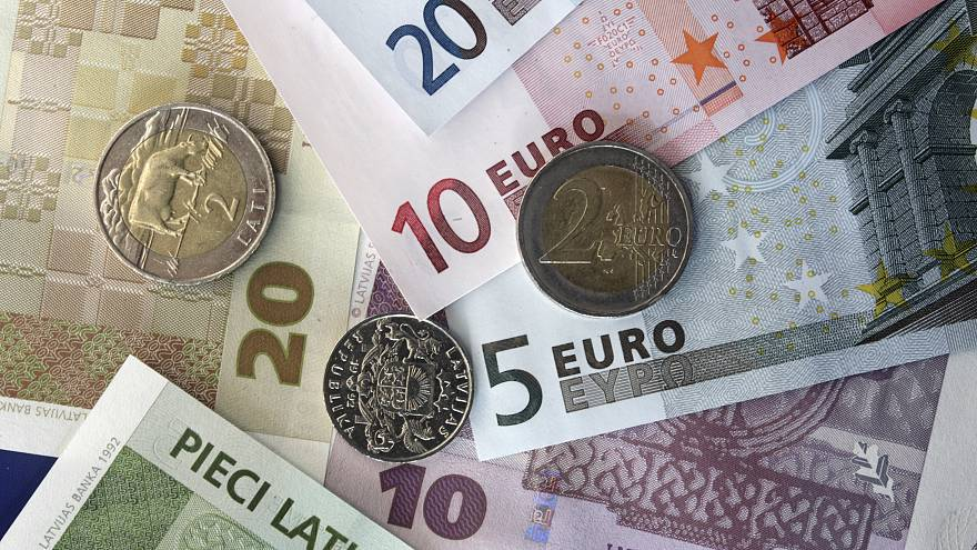 ما سر اختفاء النقود في السويد؟