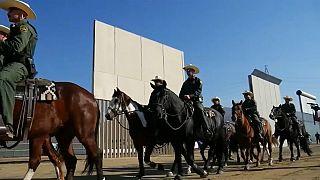 В США представили образцы будущей стены на границе с Мексикой