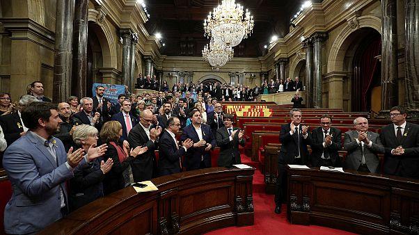 El Parlamento Catalán aprueba la resolución para declarar la independencia