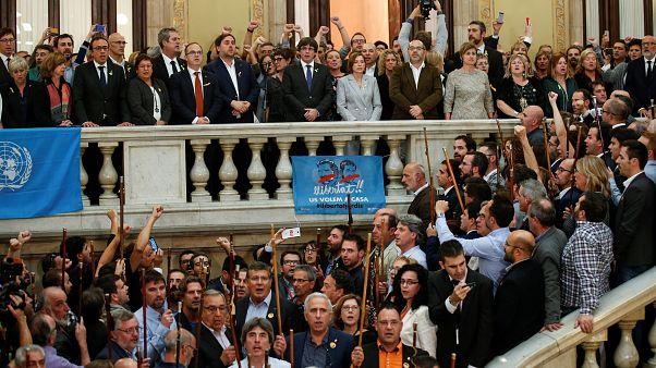 Nach Abstimmungssieg : Separatisten singen katalanische Nationalhymne